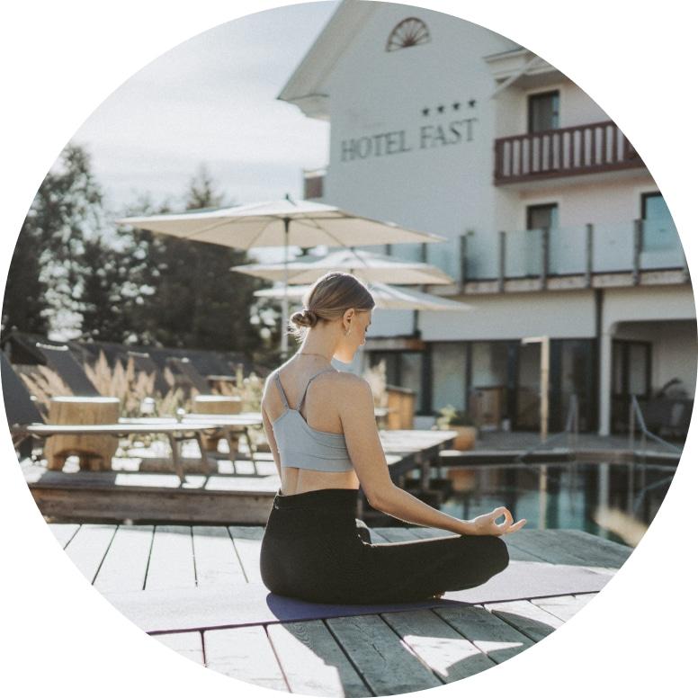 Frau meditierend